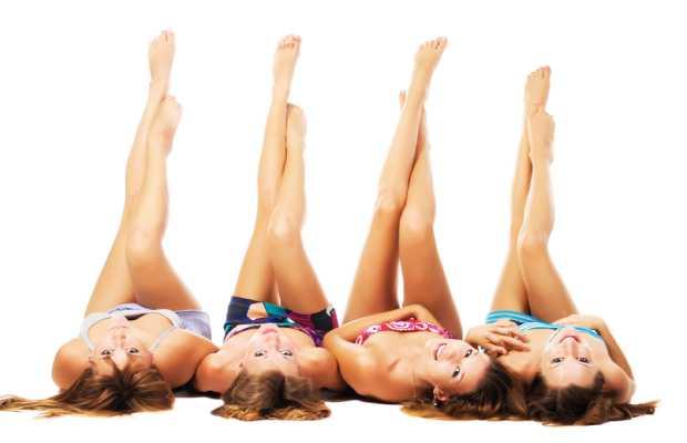 בנות עם רגליים אחרי טיפול בלייזר